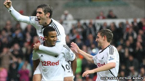Danny Graham, Scott Sinclair and Joe Allen celebrate a Swansea goal
