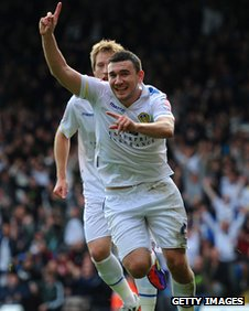 Robert Snodgrass celebrates Leeds United's equaliser