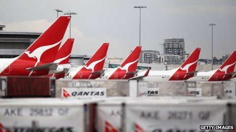 Grounded Qantas jets in Sydney, 30 Oct