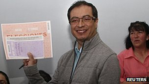 Bogota&#039;s mayor-elect Gustavo Petro casting his vote 