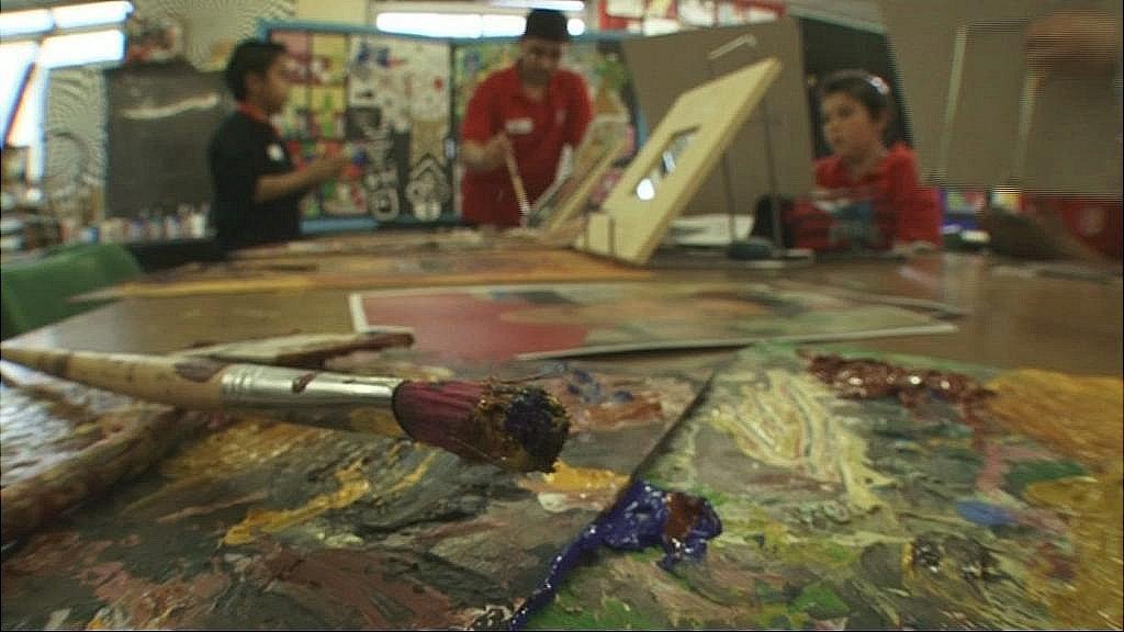 Pupils paint their self portrait
