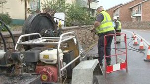 Laying fibre optic cables