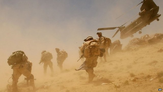 A US Chinook helicopter and US Soldiers in Afghanistan in June 2005