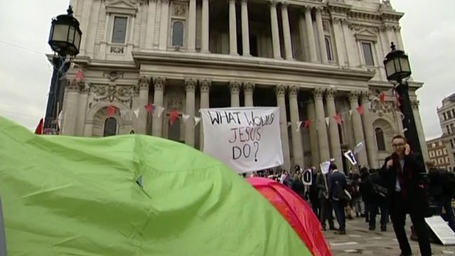 Tents and sign saying 'What would Jesus do?' outside St Paul's
