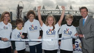 Sally Gunnell (left) and Lord Coe (right) with Gold Challenge youth participants in Olympic Park, Stratford, 2 November 2011, pic courtesy of Gold Challenge