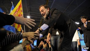 Mariano Rajoy shakes hands with supporters to mark the start of the campaigning near Barcelona. Photo: 4 November 2011
