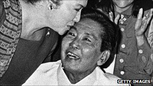 Ferdinand Marcos recieves kiss from wife Imelda