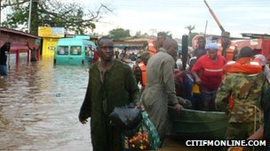 Soldiers rescuing people from the flood waters in Accra, October 2011  (Photo from Citi 97.3 FM)