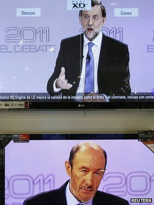 TV screens in Malaga show Alfredo Perez Rubalcaba (bottom) listening to Mariano Rajoy (top) during the televised debate in Spain on 7 November 2011