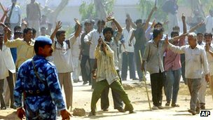BBC News - India court jails 31 for life over 2002 Gujarat riots