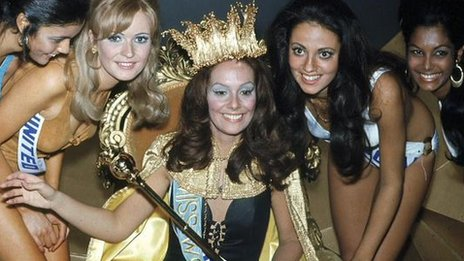 Lucia Petterie,  Miss World 1971, and her runners-up