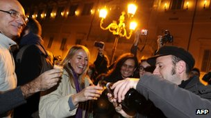 People celebrate Silvio Berlusconi's resignation in Rome 12 November 2011
