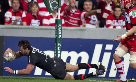 Clement Poitrenaud dives over to score the winning try