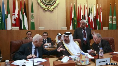 Arab League Secretary General Nabil al-Arabi (L) and Qatari Foreign Minister Hamad bin Jassim (C) at the Arab League talks in Cairo, 12 November