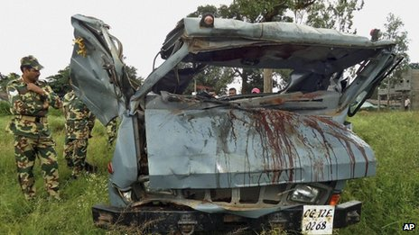 Security personnel inspect a vehicle that was destroyed in a landmine blast in Chhattisgarh state's Dantewada district, 7 Oct 2011