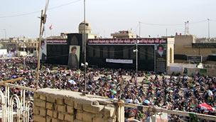 Shias pray in Baghdad's Sadr City