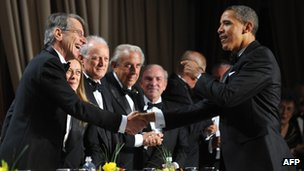 Italian Ambassador Giulio Terzi di Sant'Agata shakes hand with US President Barack Obama in Washington, 29 October