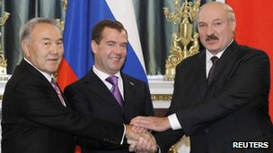 Kazakh President Nursultan Nazarbayev (L), Russian President Dmitry Medvedev (Centre) and Belarusian President Alexander Lukashenko (18 Nov 2011)
