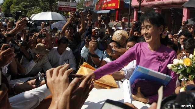 Aung San Suu Kyi greets supporters