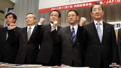 Heads of Japan's major automobile companies attend a joint news conference to call for the reduction of the automobile tax in Tokyo on 7 November (left to right) Mitsubishi Motors Corp President Osamu Masuko, Mazda Motor Corp President Takashi Yamanouchi, Honda Motor Co President Takanobu Ito, Toyota Motor Corp President Akio Toyoda and Nissan Motors Co Chief Operating Officer Toshiyuki Shiga.