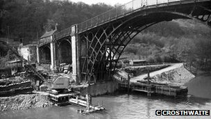 The bridge being repaired in the 1970s. Photo taken by C Crosthwaite. Courtesy of Ironbridge Gorge Museum Trust