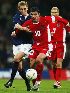 Gary Speed playing for Wales, watched by Robbie Savage (picture: Allspot/Getty)