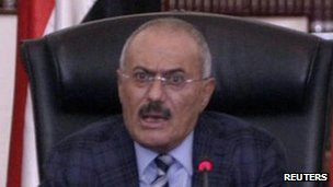 President Saleh speaks to officials of his governing General People's Congress party - 27 November 2011