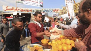 A man sells orange juice in Tahrir square in Cairo (27 November 2011)