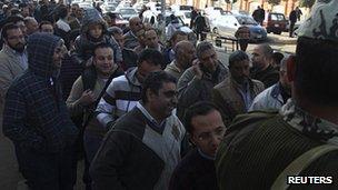 Cairenes queue to vote