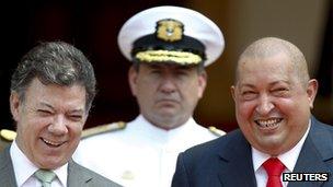 President Juan Manuel Santos (l) and President Hugo Chavez (r) at Miraflores Palace in Caracas