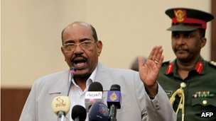 Sudanese President Omar al-Bashir (left) speaking in Khartoum, 30 October 2011