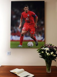 A book of condolence in memory of Gary Speed at the Football of Wales offices in Cardiff