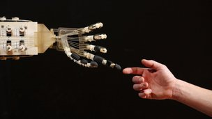 Robotic hand and human hand