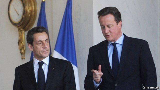 Prime Minister David Cameron (R) speaks to French President Nicolas Sarkozy (L)