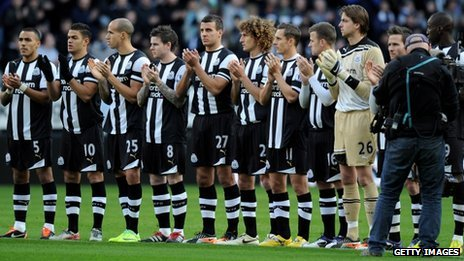Newcastle United players join a minute's applause before the match against Chelsea