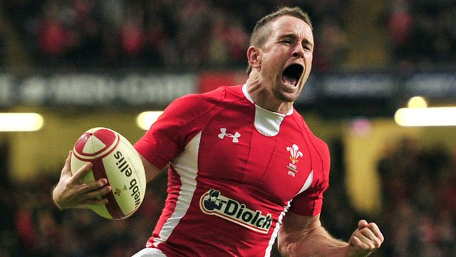 Shane Williams celebrates his final try for Wales