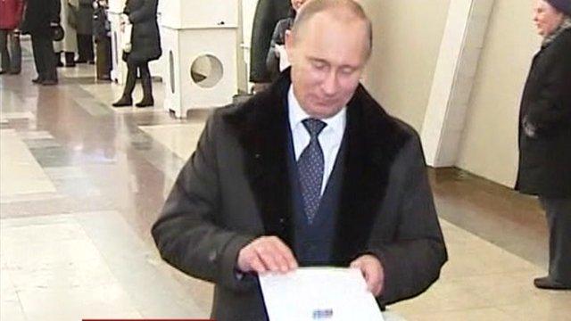 Vladimir Putin voting