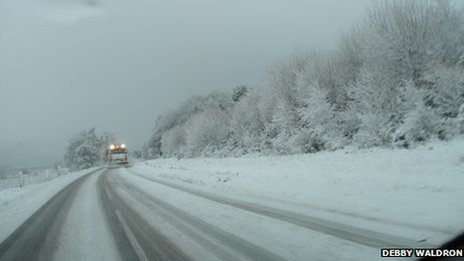 Gritter on road between Inverness and Kirkhill 