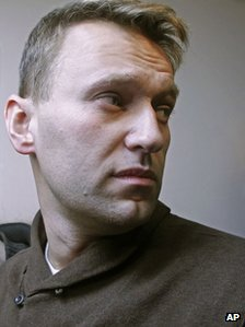 Alexei Navalny on way to court, 6 December