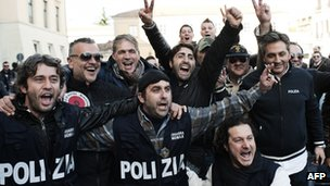 Italian policemen celebrate the arrest of Zagaria outside the police headquarters in Caserta