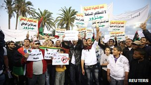 Anti-weapons protest in Tripoli. 7 Dec 2011