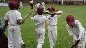 Children playing cricket in Sri Lanka