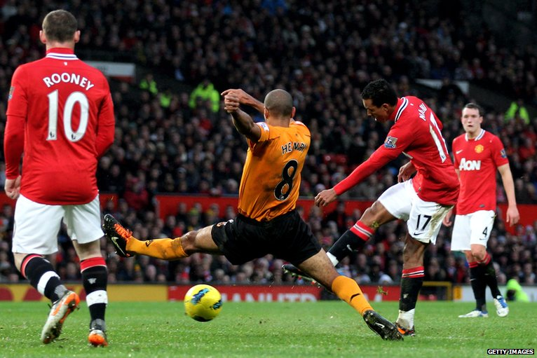 Manchester United's Nani (second right) scores