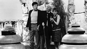Peter Purves as Steven, William Hartnell as Dr Who and Maureen O'Brien as Vicki