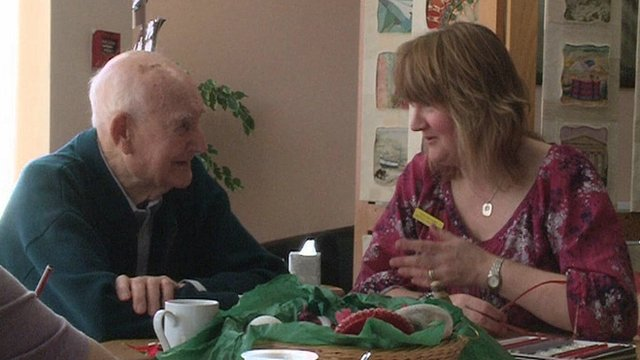 A volunteer chats to a patient