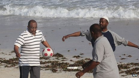Somali Prime Minister Abdiwelli Mohamed Ali (l) plays ball with cabinet colleagues on Liido beach on the outskirts of Mogadishu on November 25, 2011.