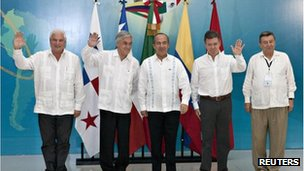 Panama's President Ricardo Martinelli Chile's President Sebastian Pinera, Mexico's President Felipe Calderon, Colombia's President Juan Manuel Santos and the Minister of Foreign Affairs of Peru Rafael Roncagliolo in Merida, Mexico (Dec 2011)