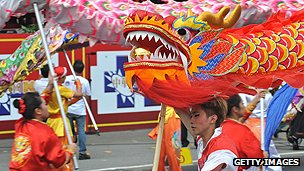 Dragon dancers perform in Taipei