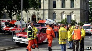 Emergency rescue workers at the Zug Assembly after shooting incident (September 27 2001)