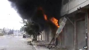 Building in Homs in flames after allegedly being targeted by Syrian security forces (14 December 2011)